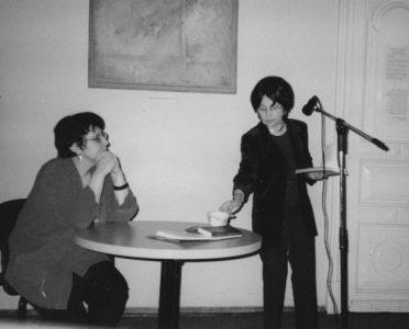 Елена Аксельрод и Дина Рубина. Творческий вечер в Еврейском Культурном Центре. Москва, 2001 год